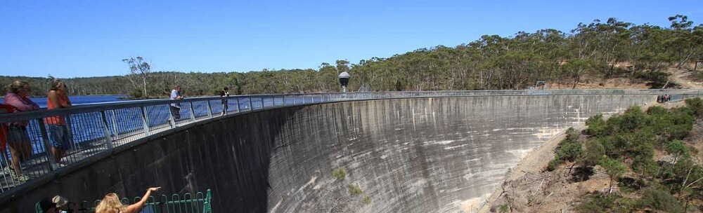 What Makes the Whispering Wall in the Barossa Valley So Special?
